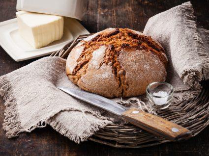 pão de centeio e manteiga