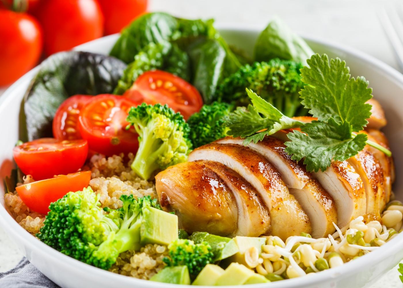 Jantares leves: peito de frango com quinoa