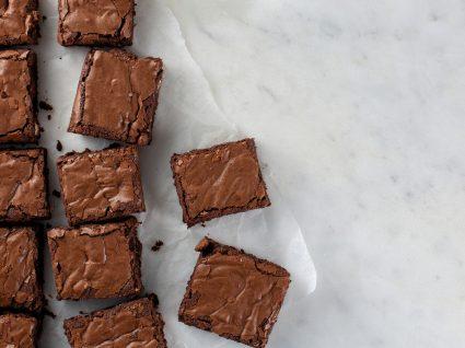 pedaços de brownies