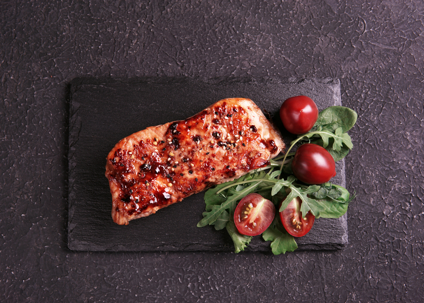 salmão com molho de tomate