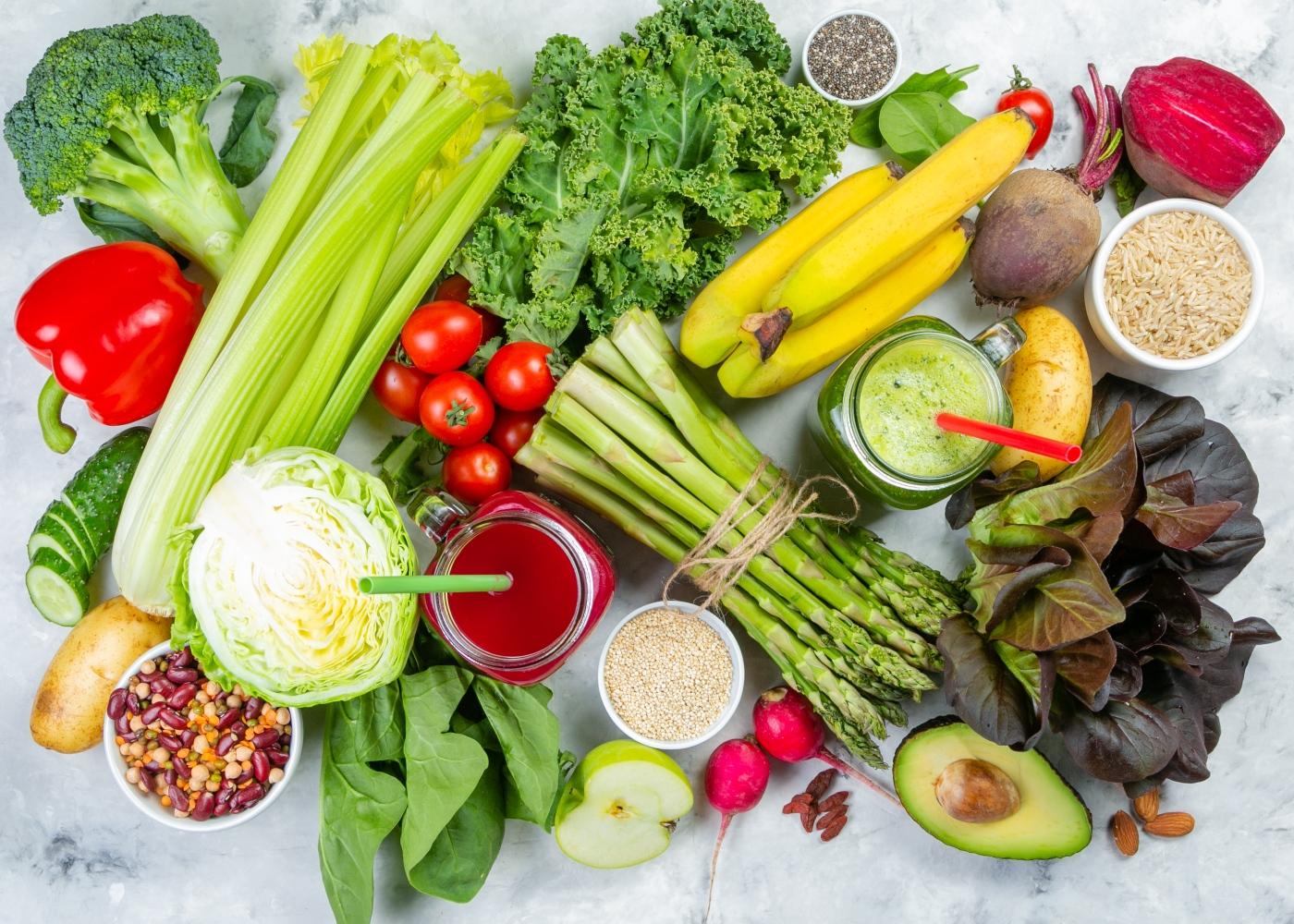 Variedade de alimentos com pH alcalino