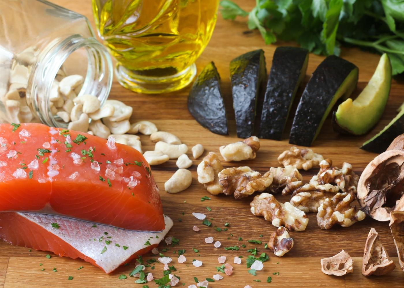 Alimentos ricos em ómega 3: salmão e nozes