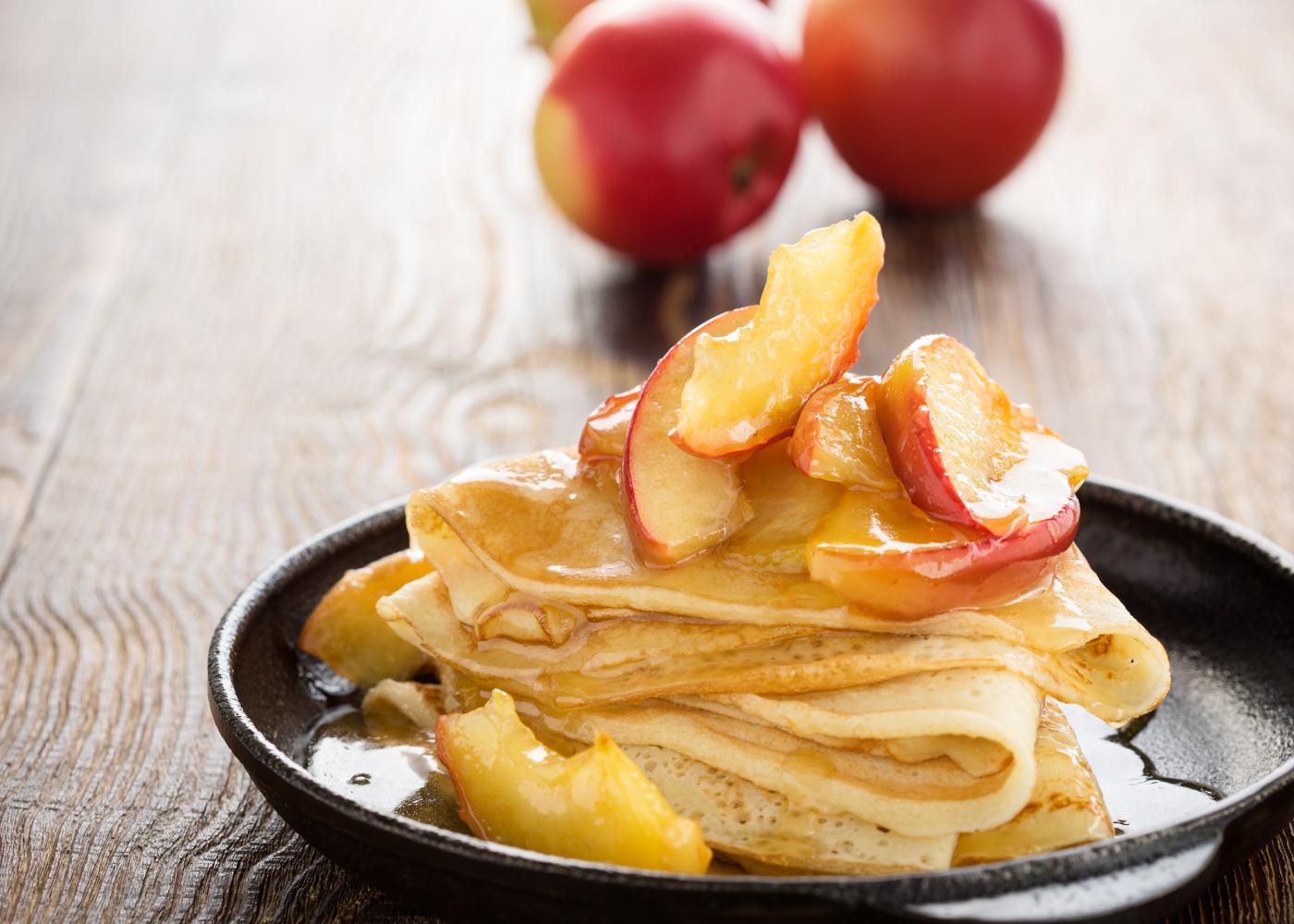 crepes com topping de maçã
