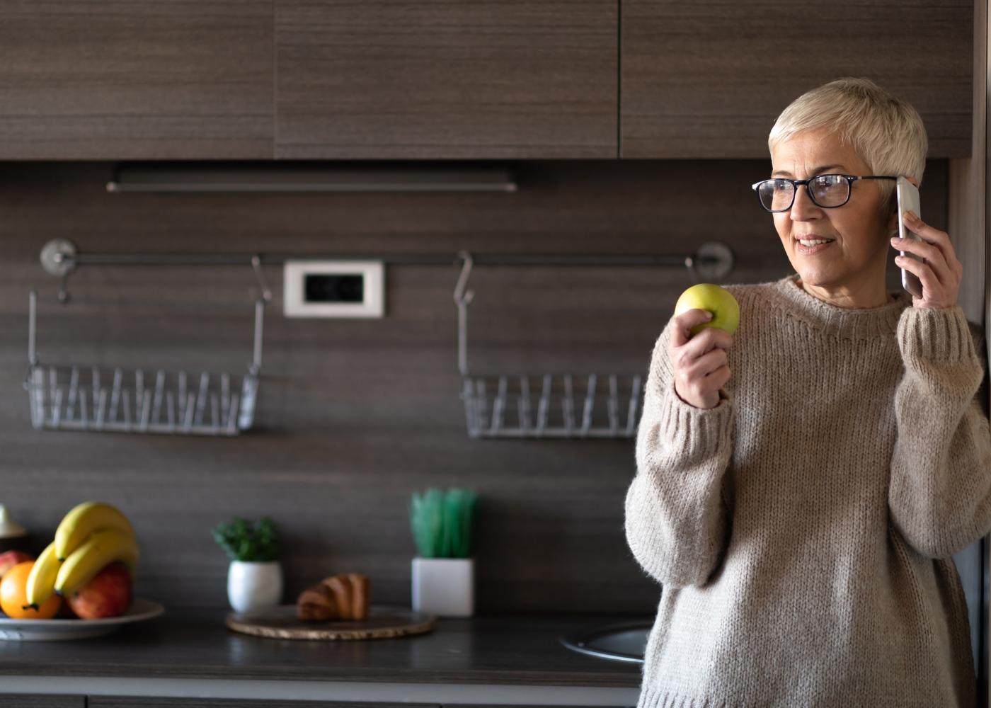 COVID-19 e diabetes: mulher diabética em casa
