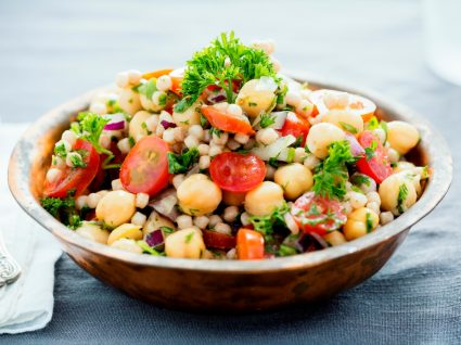 Restaurantes saudáveis com selo Clean & Safe: prato de comida vegan