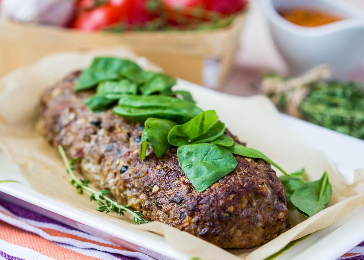 rolo de carne com espinafres e queijo
