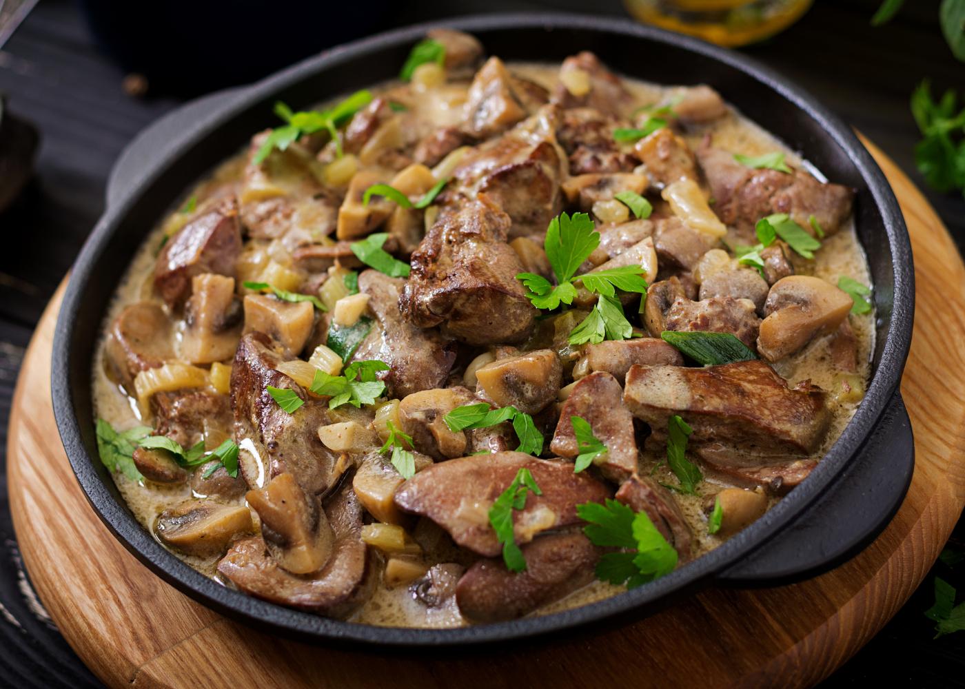 cataplana com cogumelos e frango