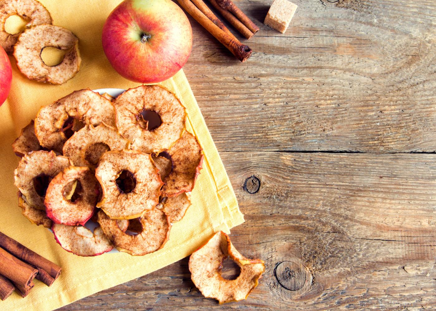 chips de maçã e canela em rodelas