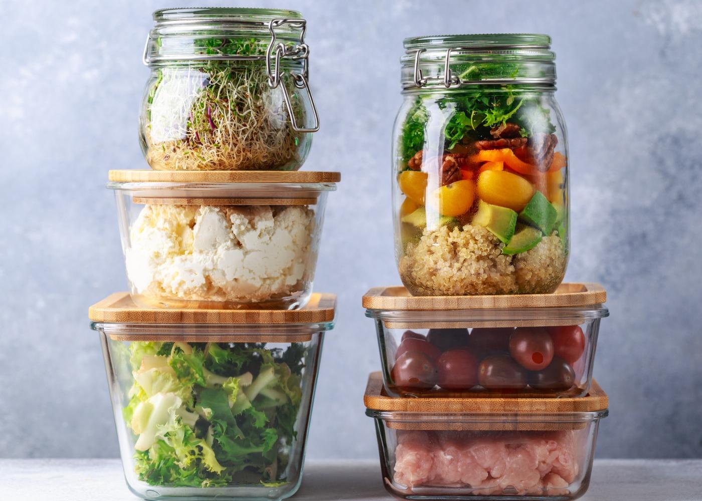 Comida em caixas de vidro