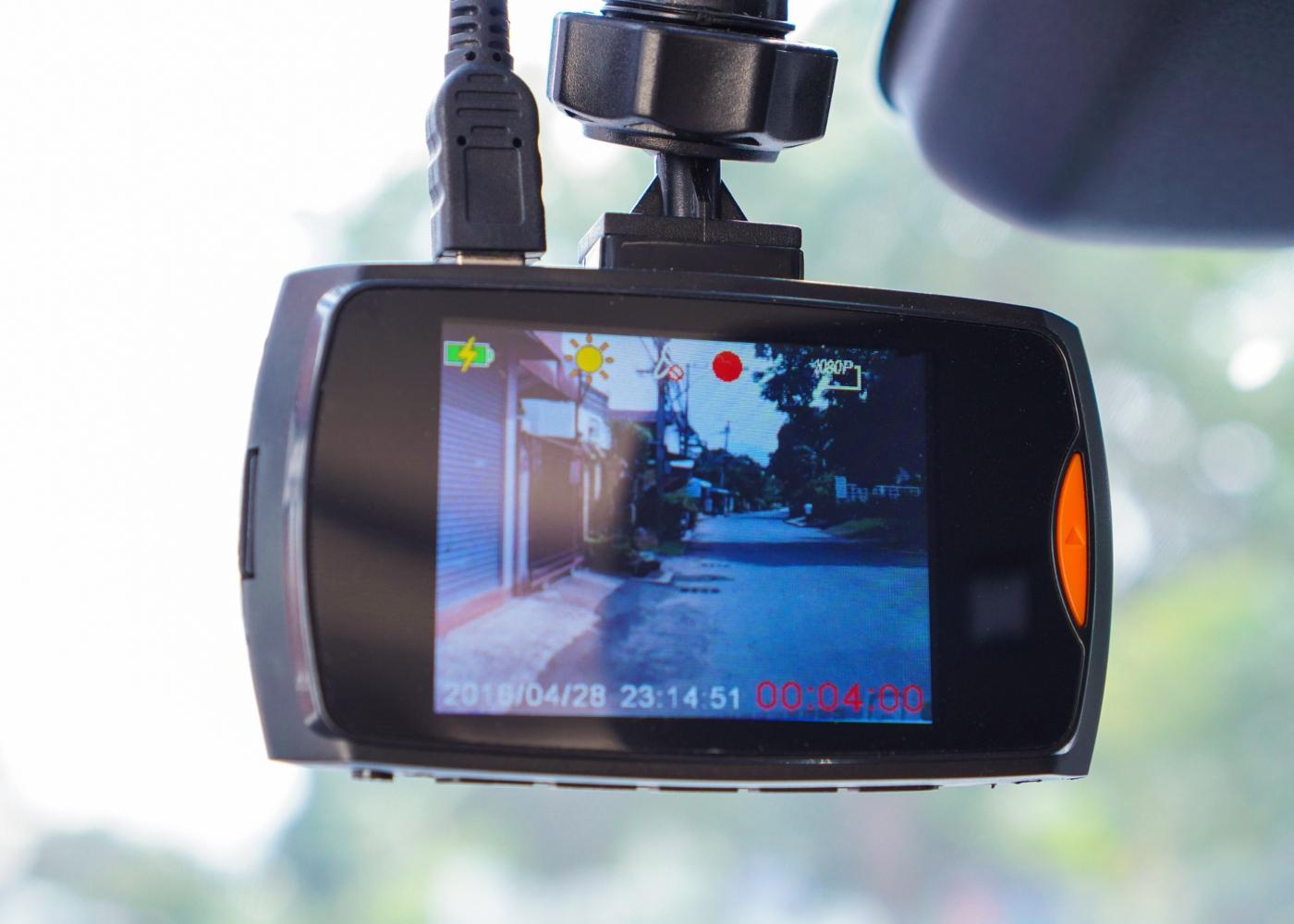 Dash cam a gravar o que se passa no exterior do automóvel