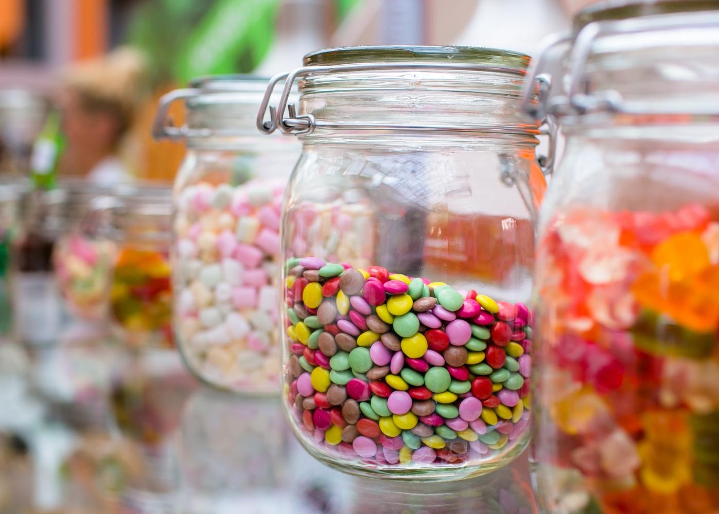 Doces para crianças em frascos de vidro