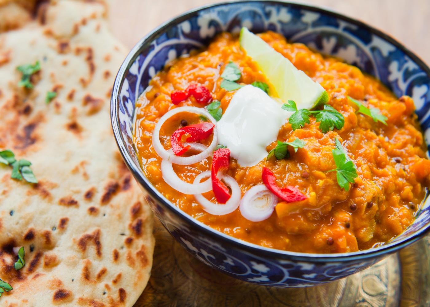 Taça com caril de lentilhas