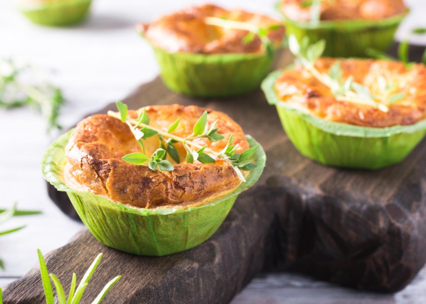 Mini-quiches de batata-doce, legumes e frango