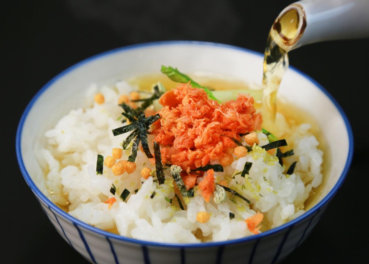 Ochazuke: arroz submerso em chá
