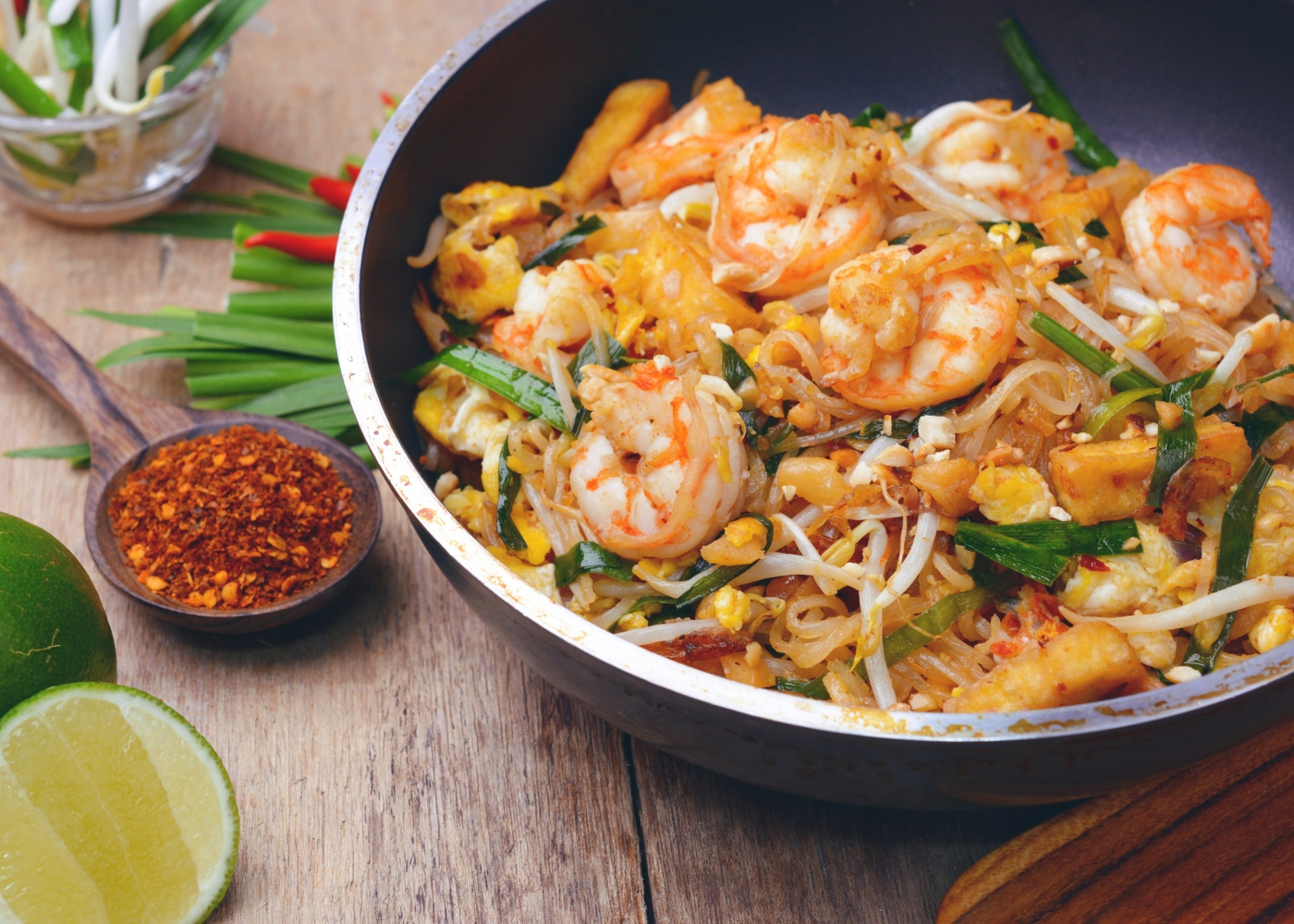 Pad thai servido num prato