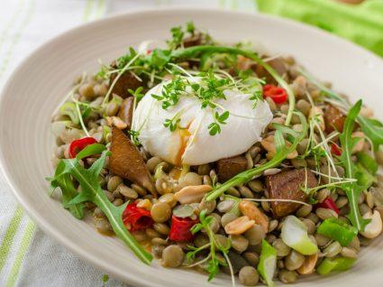 Receitas com lentilhas: salada de lentilhas com ovo