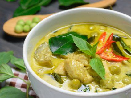 Receitas tailandesas: taça com caril verde