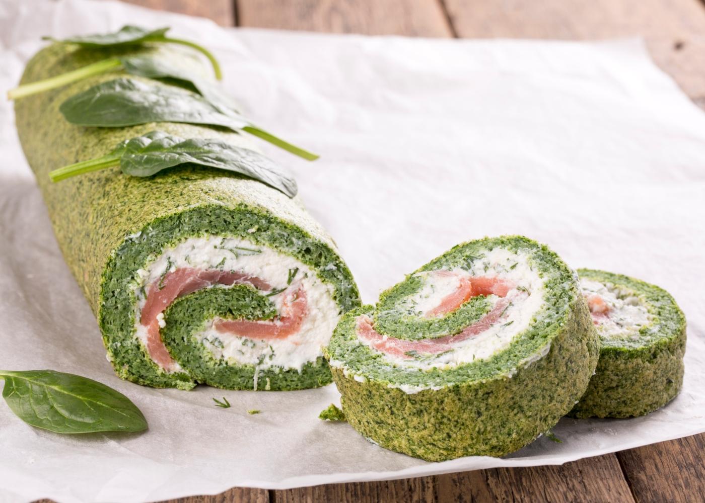 Rolo de espinafres com salmão fumado