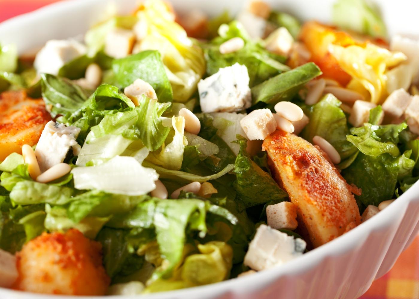 Salada de atum com croutons