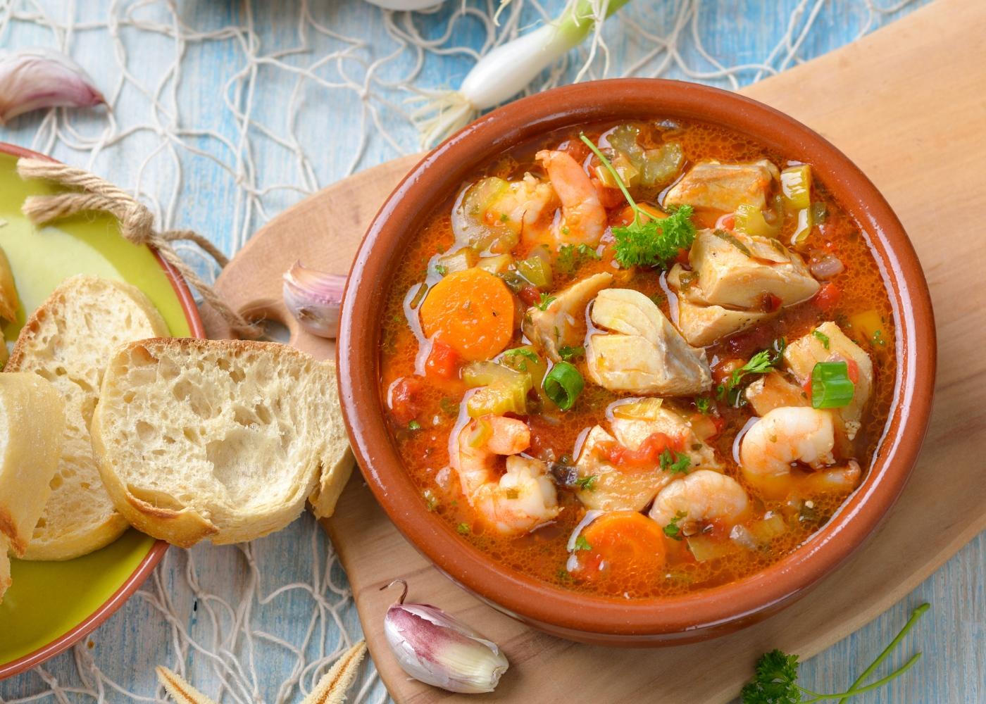 Sopa de peixe com miolo de camarão
