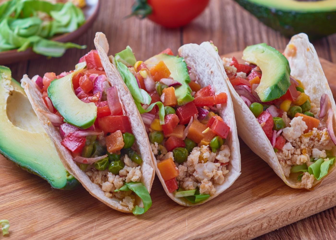 Tacos de atum com abacate