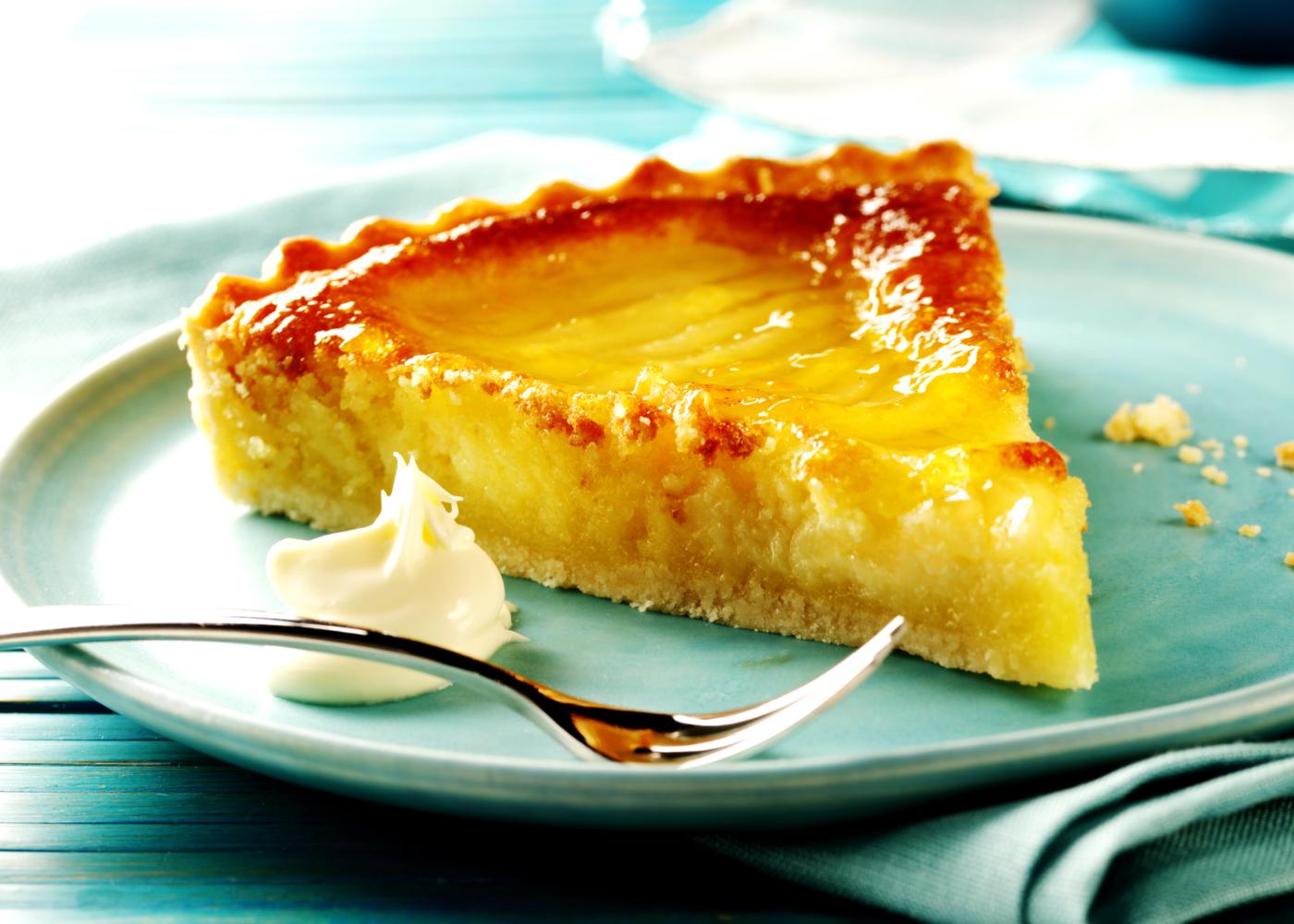 tarte de nata na bimby num prato azul