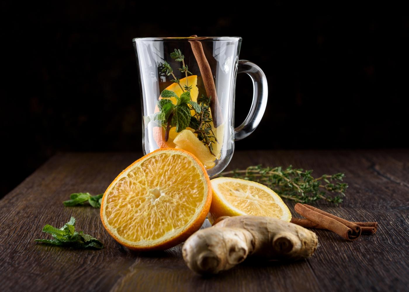 Água aromatizada com laranja, gengibre e canela