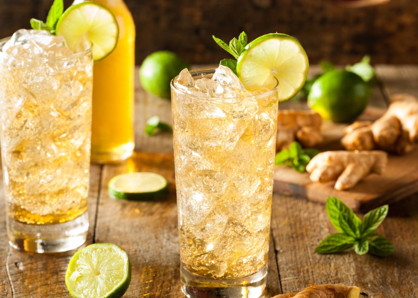 Água gaseificada com gengibre e limão