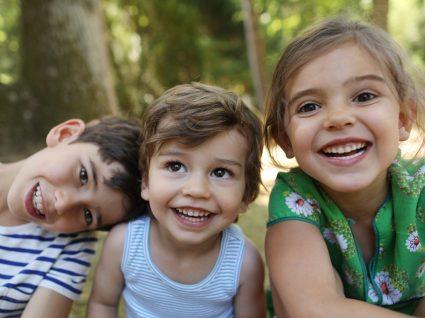 Crianças a fazer atividades de verão na Universidade do Porto