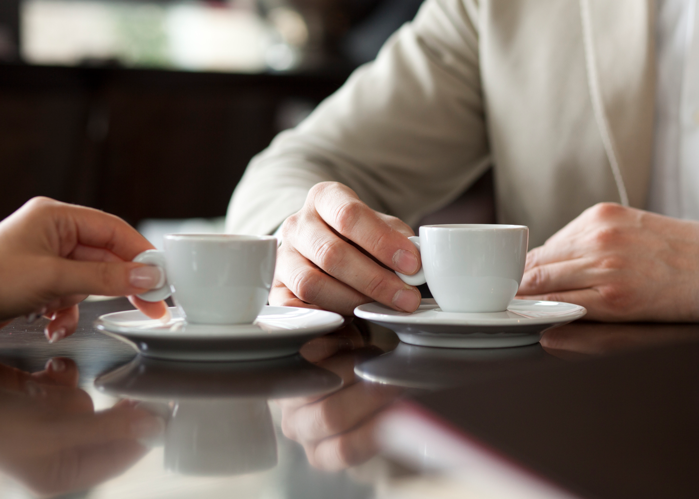 Casal a tomar café