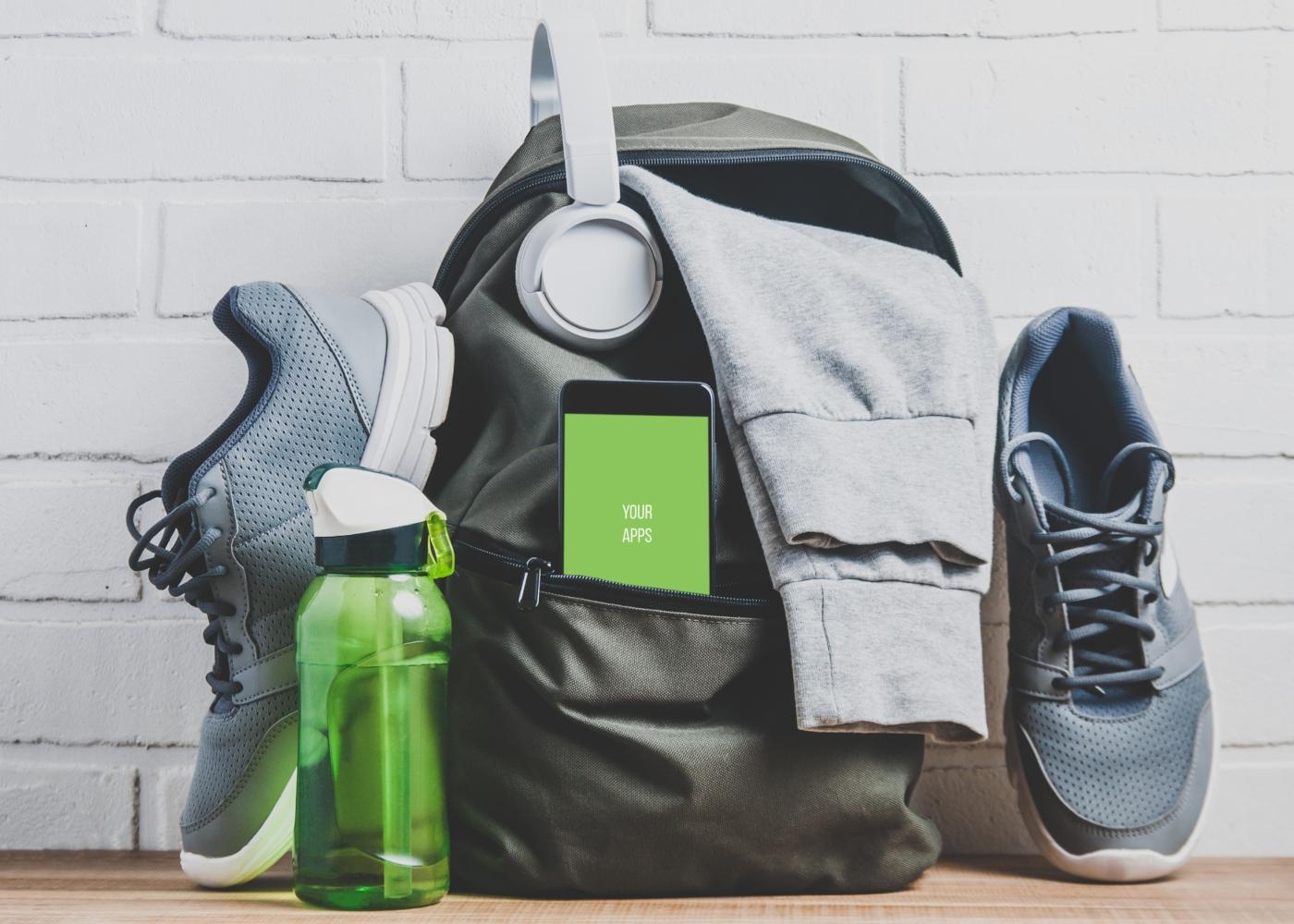 Equipamento desportivo: ténis, mochila, garrafa de água