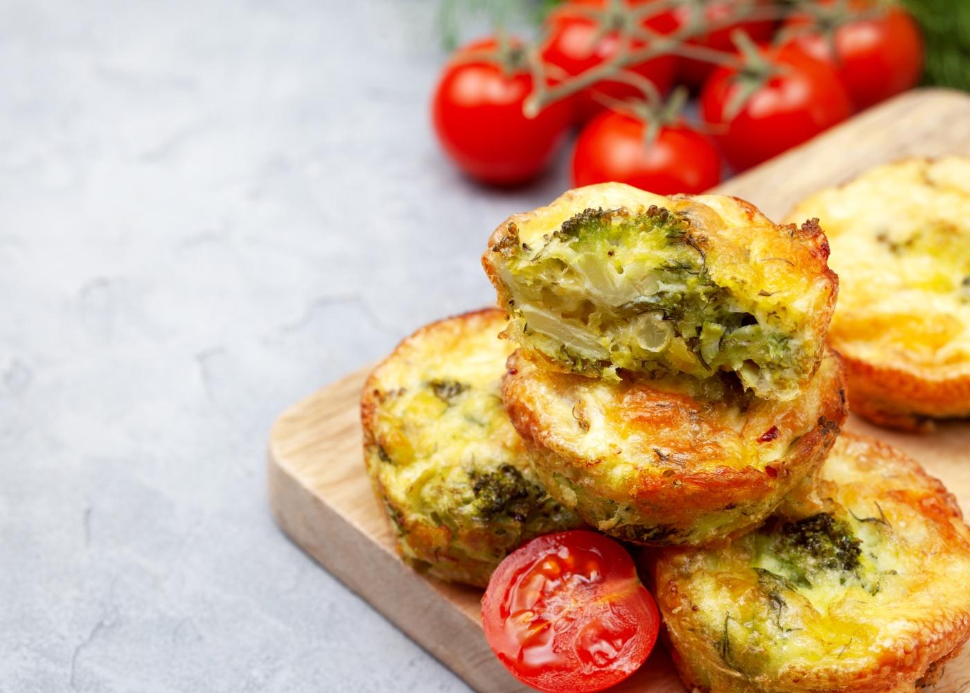 Folhados de alheira com brócolos e queijo