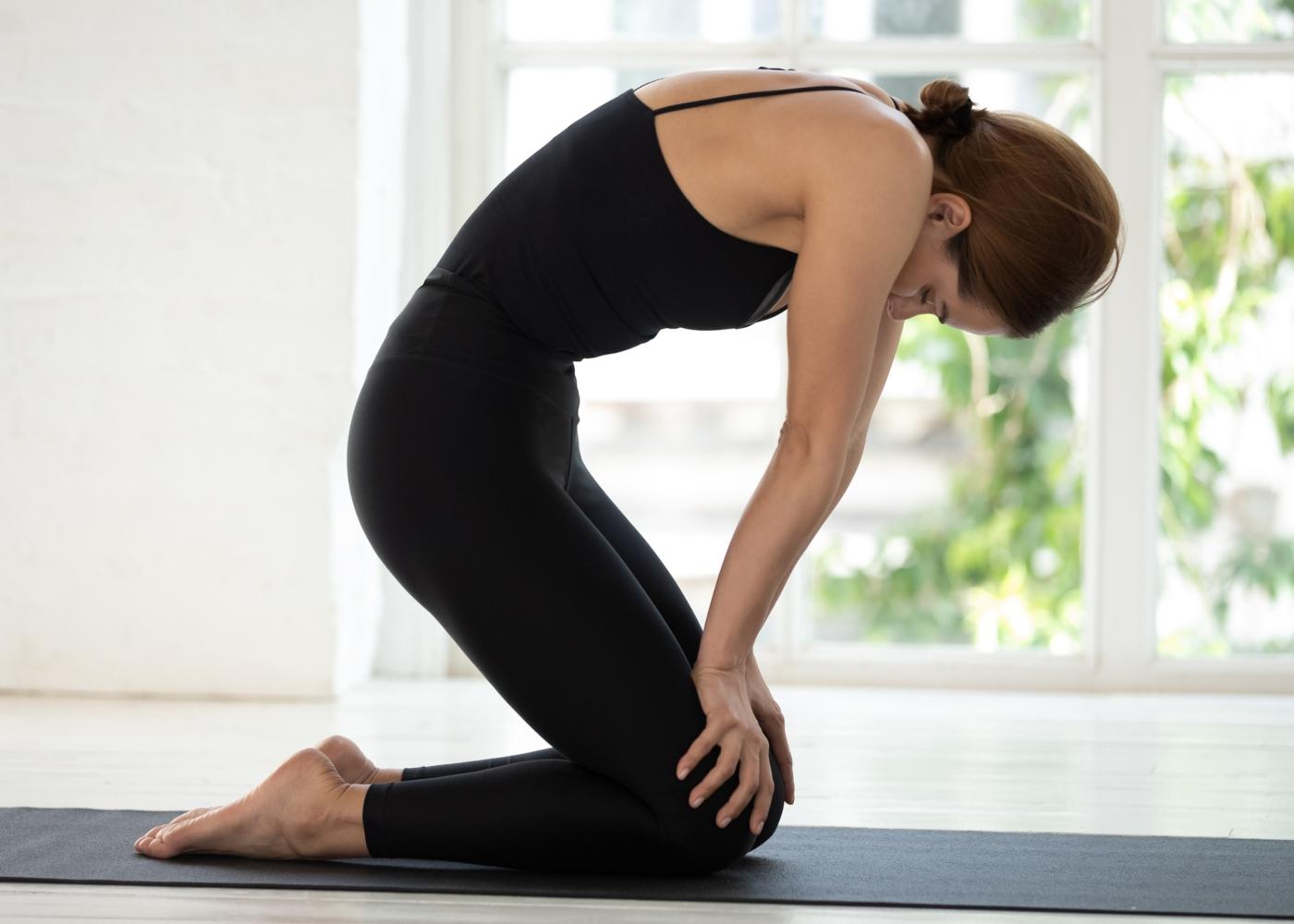 Mulher a fazer yoga
