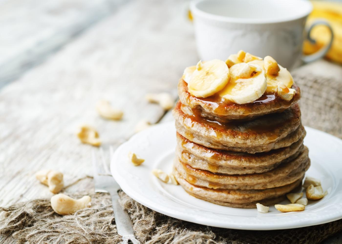 panquecas com banana e frutos secos