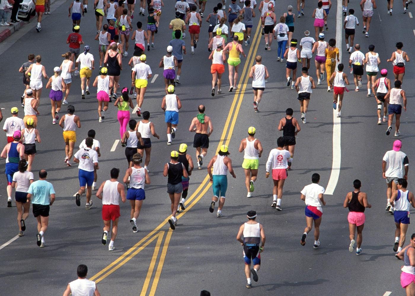 Grupo de pessoas a participar numa prova de corrida