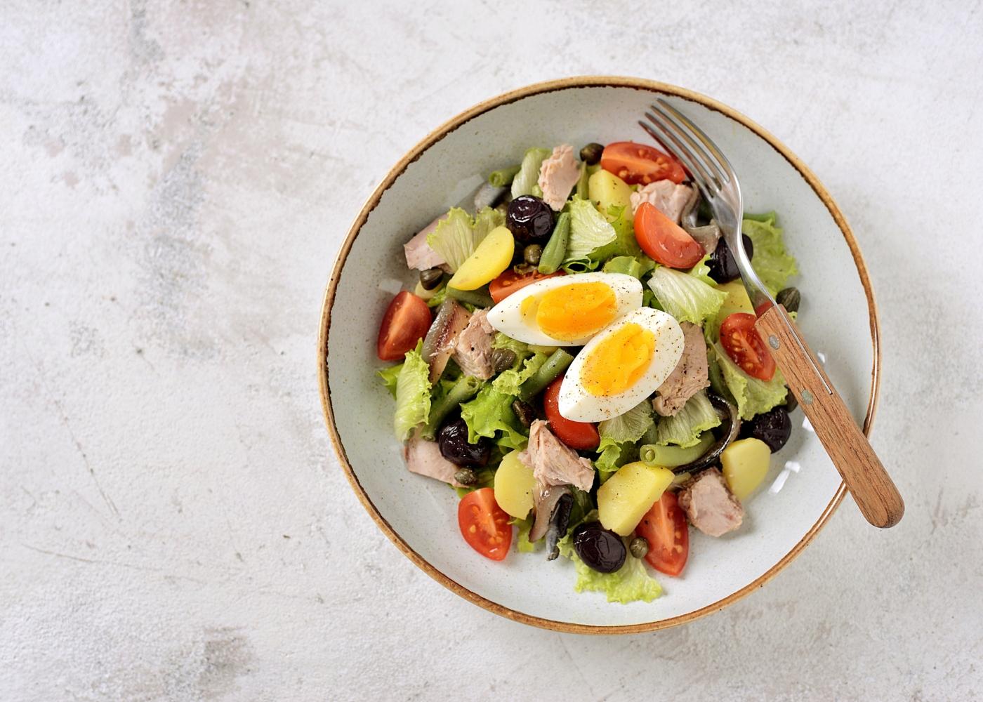 saladeira com salada campestre