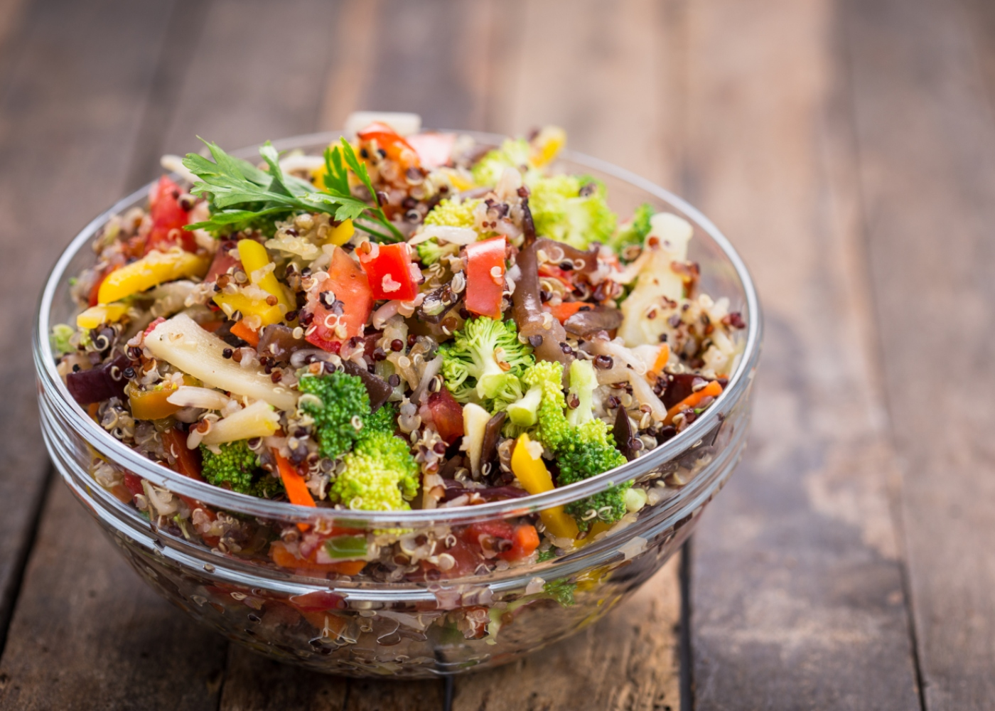 Salada de quinoa colorida