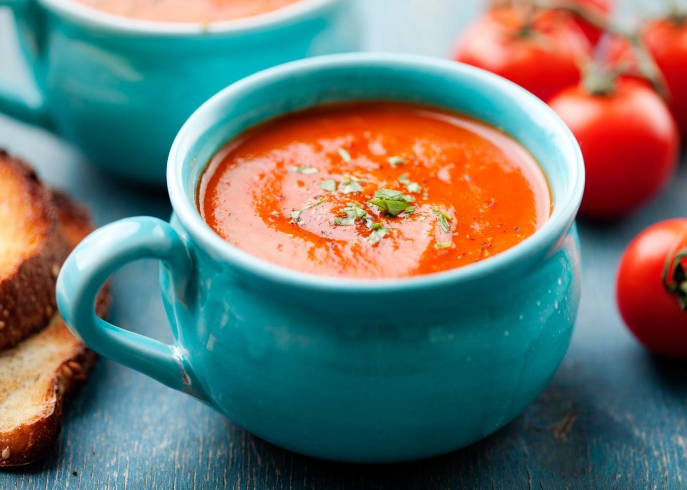tigela com sopa de tomate