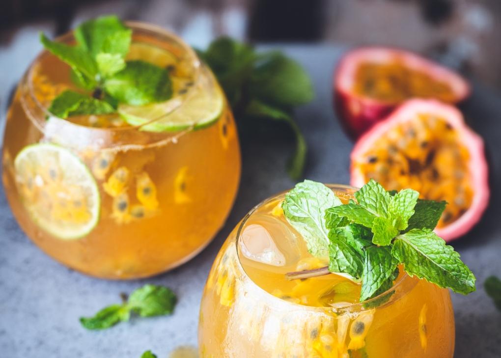 Sumo de maracujá e laranja