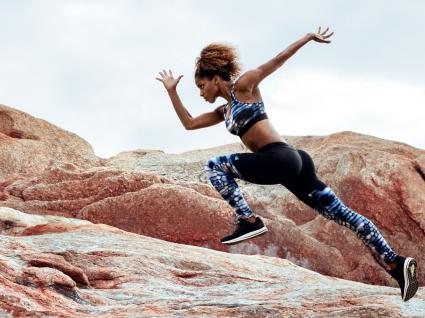 Técnica de corrida: atleta a treinar ao ar livre