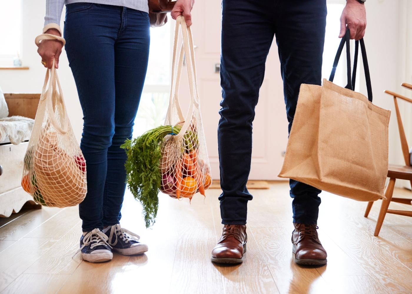 alimentos biológicos em sacos ecológicos