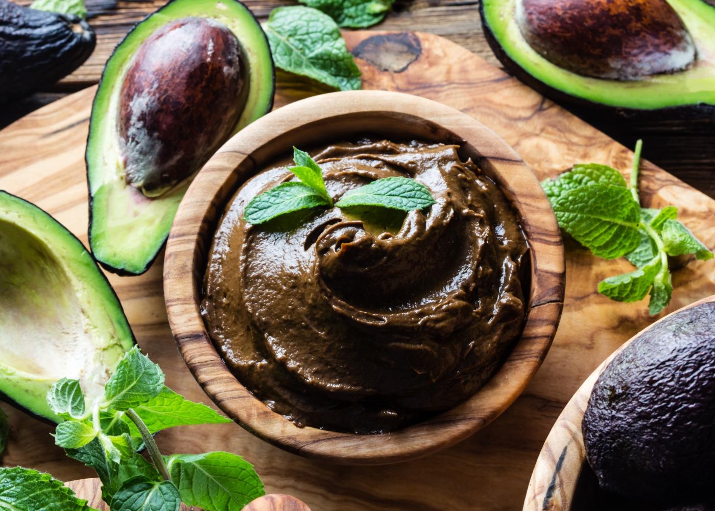 Cobertura de mousse de chocolate com abacate