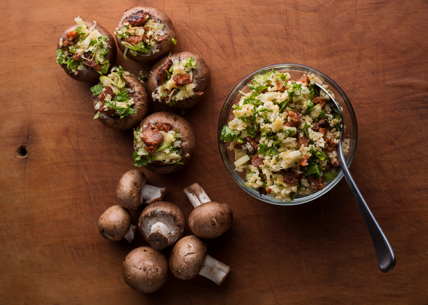 Cogumelos recheados com broa e bacon