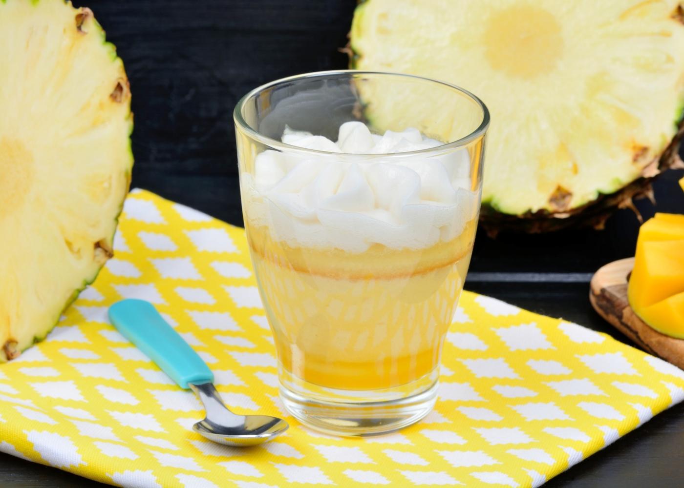 copo com delícia de ananás