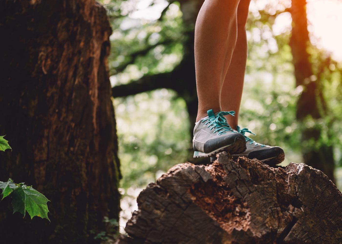 Mulher a fazer trekking