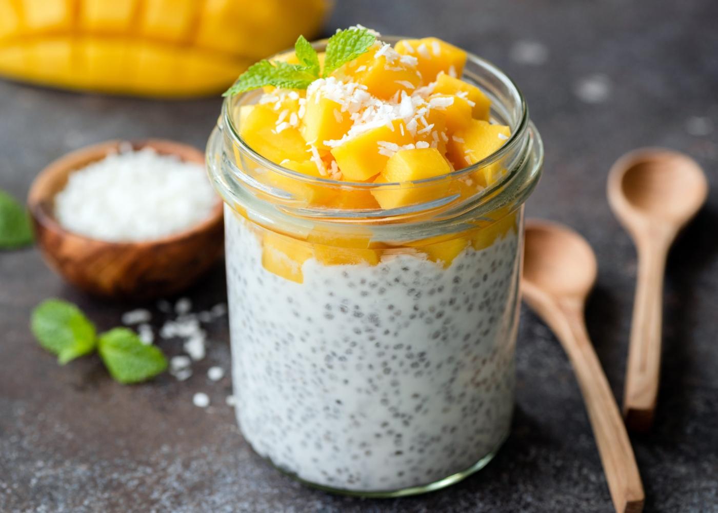 Pudim de chia com iogurte e fruta