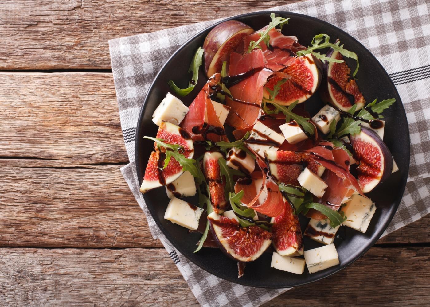 salada com figos e molho