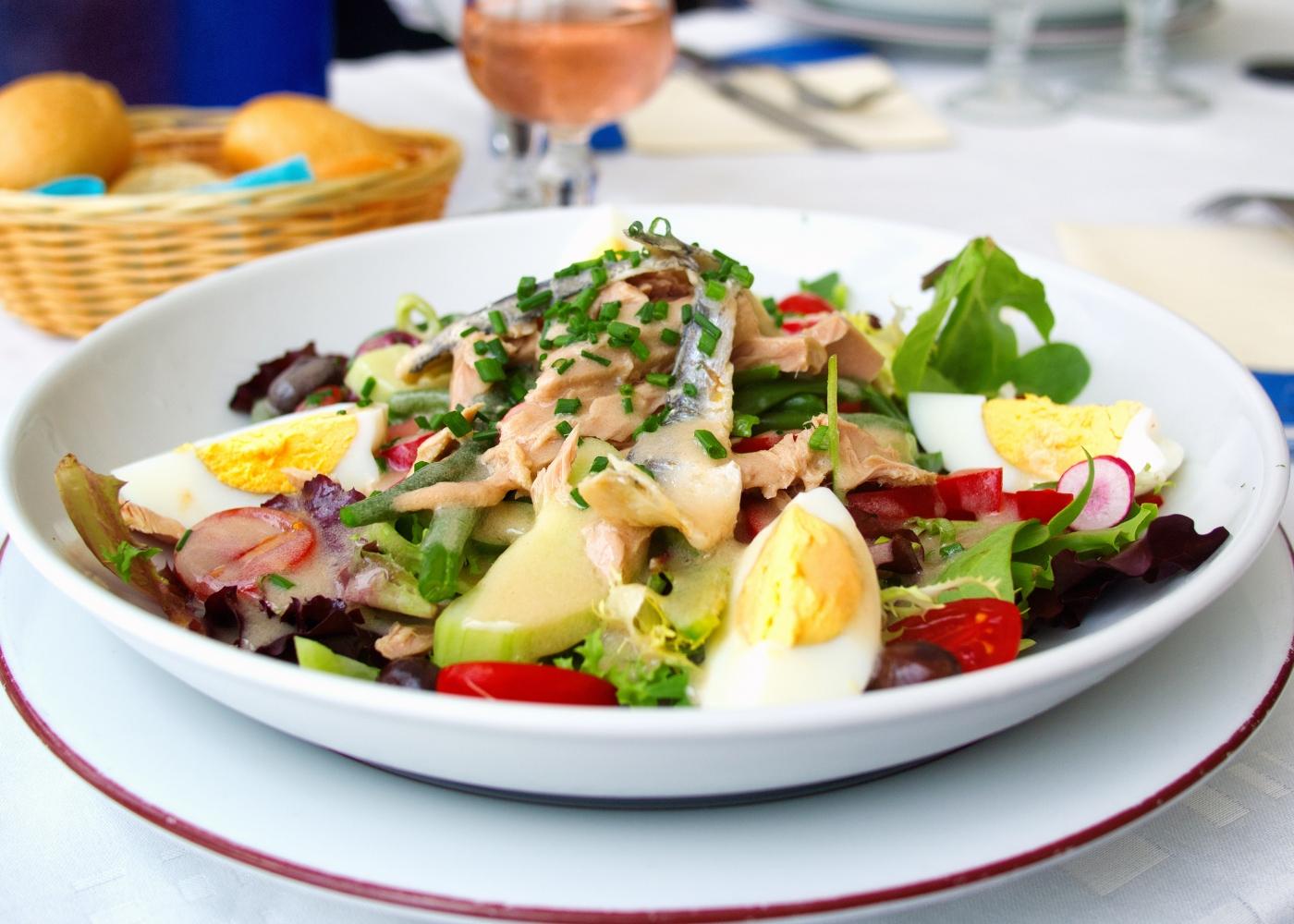 Salada com sardinhas
