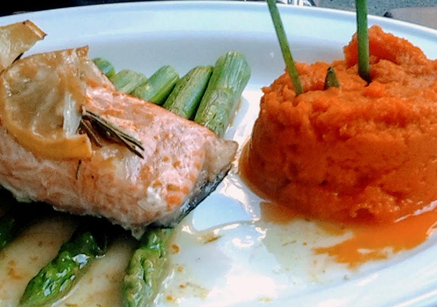 posta de salmão com puré de batata-doce