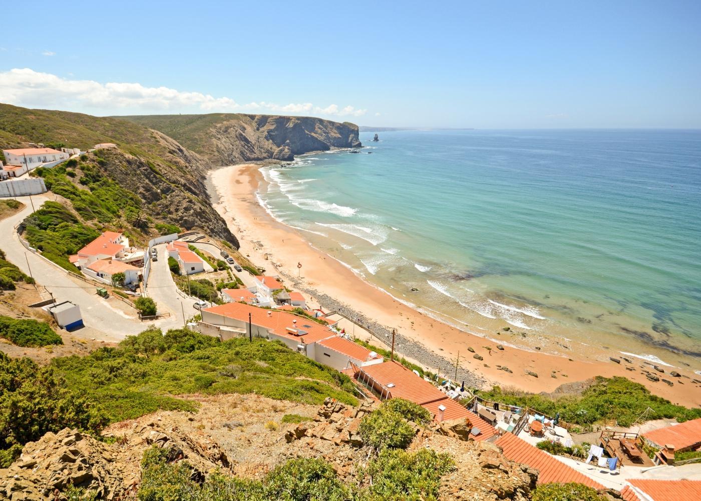 Vista panorâmica da praia da Arrifana